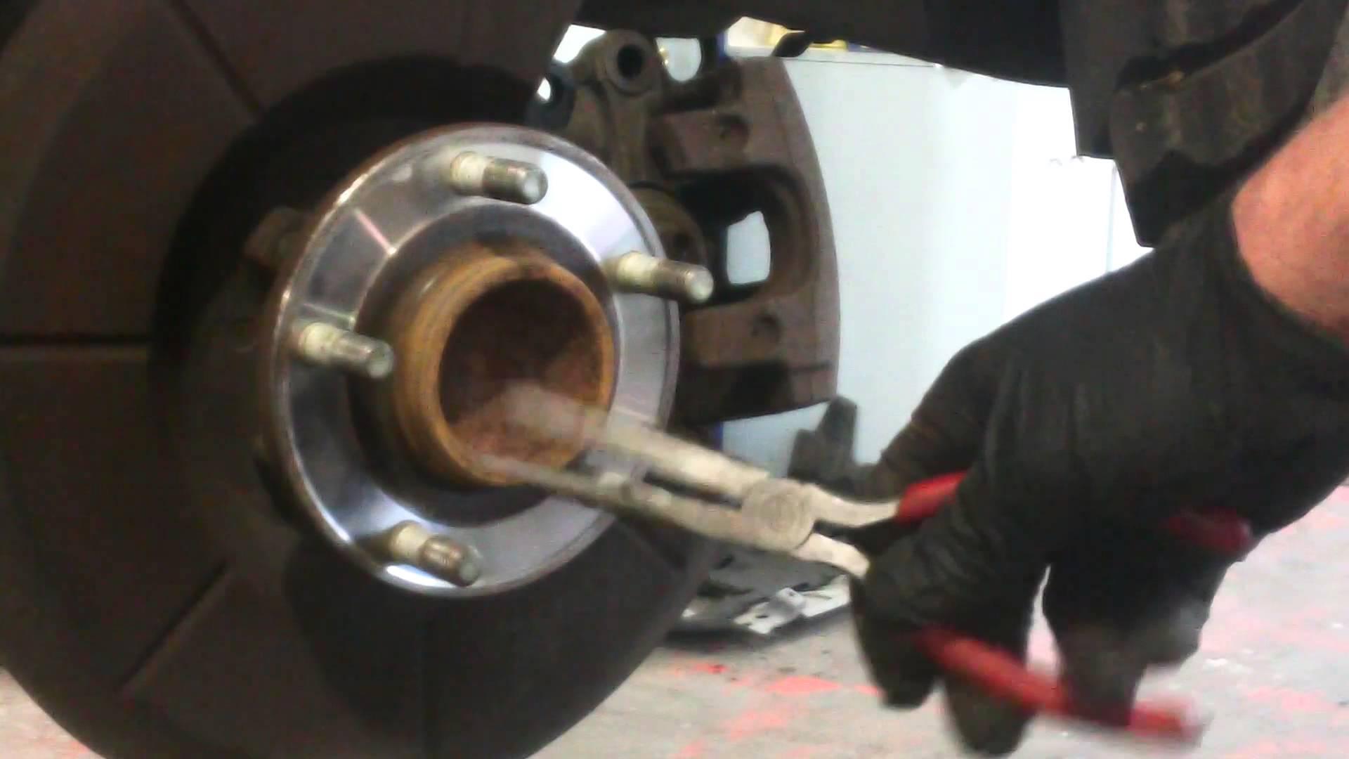 Замена тормозных колодок на Мазда СХ-5